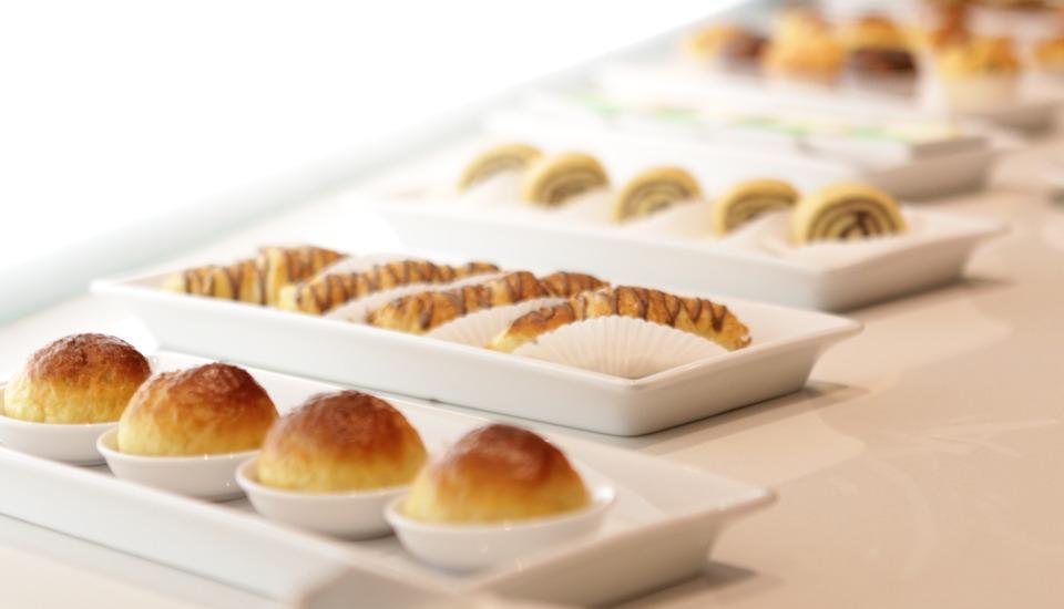 The Grantage Hotel & Sky Lounge Tangerang - pastri breakfast
