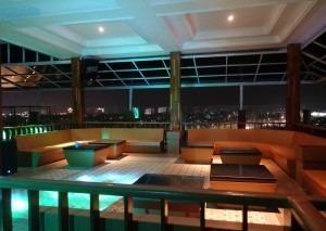 The Grantage Hotel & Sky Lounge Tangerang - sky lounge2