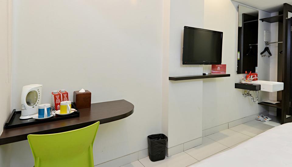 ZEN Premium Soepomo 100 Jakarta - Fasilitas Kamar