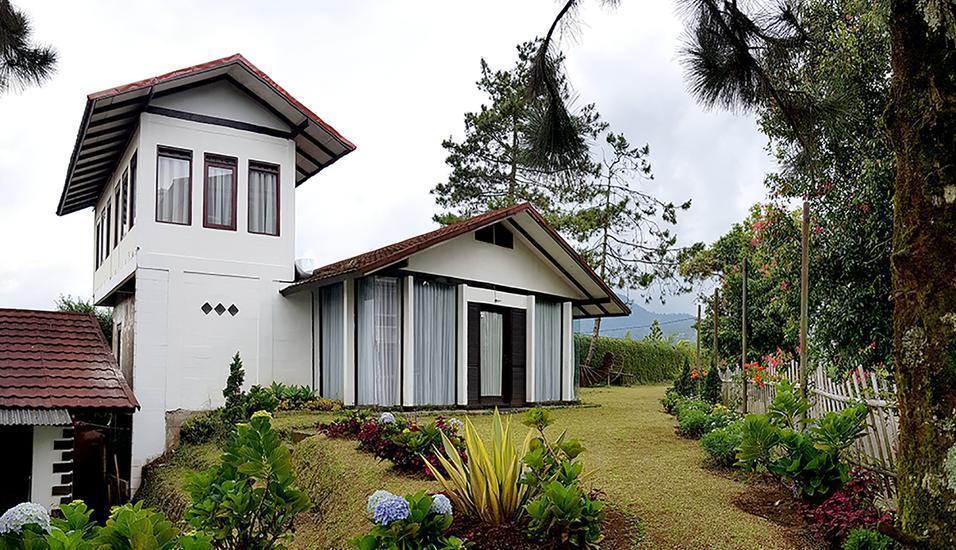 Villa Lavender Istana Bunga Lembang Bandung - Gedung