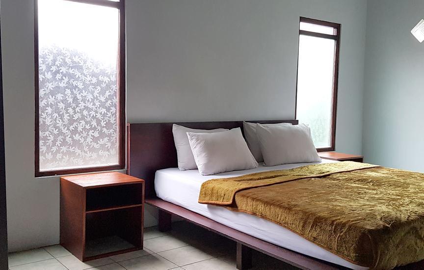 Villa Lavender Istana Bunga Lembang Bandung - Room