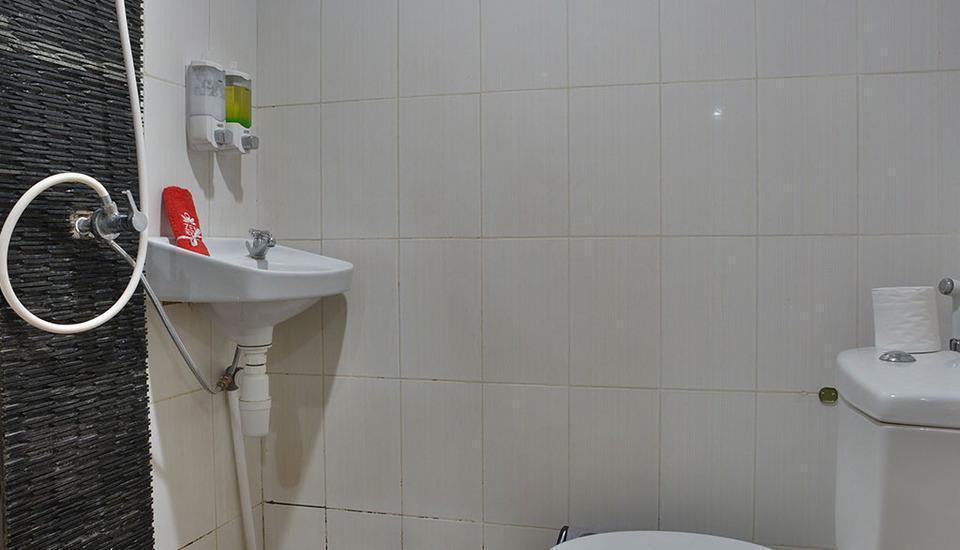 ZEN Rooms Green Apple Tanah Abang - Kamar Mandi