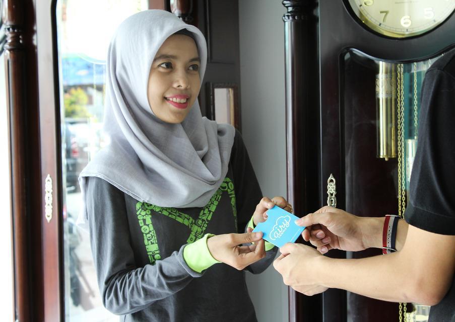Airy Medan Kota MT Haryono Surabaya 2 - Receptionist