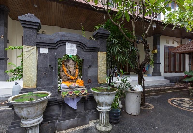 RedDoorz @Petitenget Street Bali - Eksterior