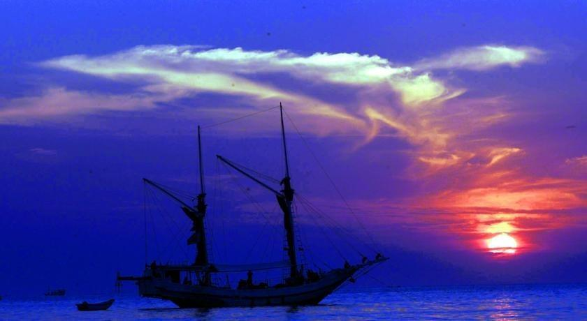 Losari Beach Hotel Makassar - Pemandangan