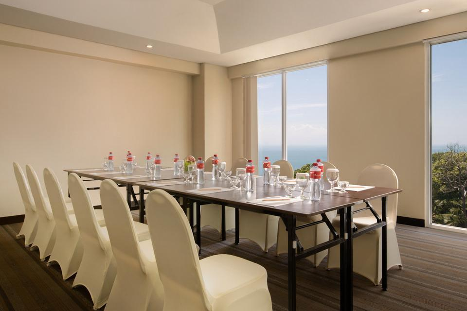 Swiss Belinn Luwuk - Meeting Room