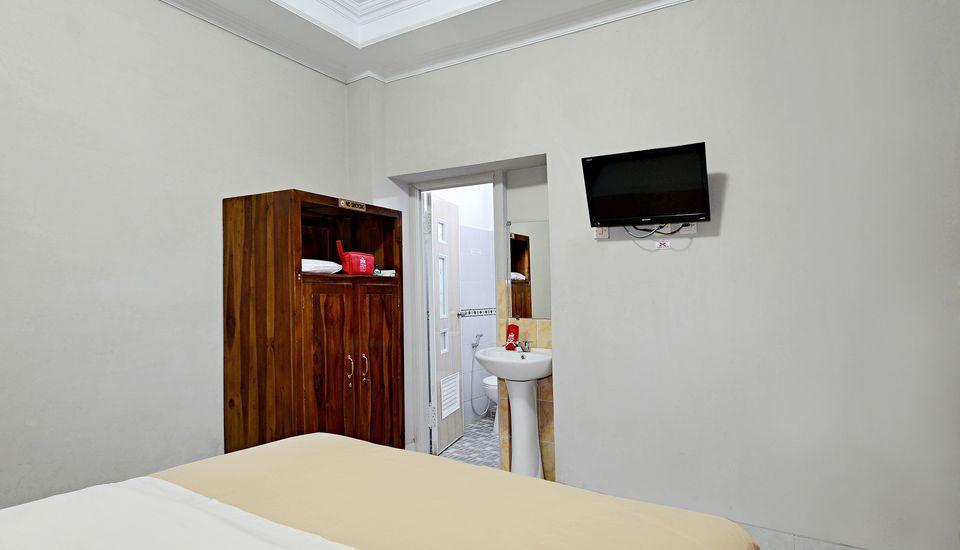 ZenRooms Sabana Urip Sumoharjo Yogyakarta - Tempat Tidur Double