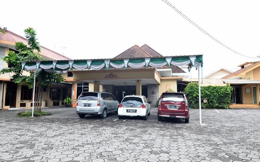 RedDoorz Plus @ Laweyan Solo - Parking