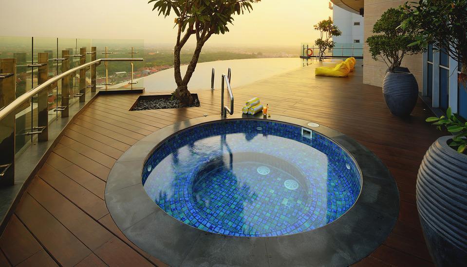 Hotel Ciputra World Surabaya - Kolam Renang