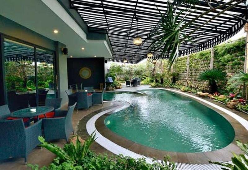 Amaroossa Cosmo Jakarta - Swimming Pool