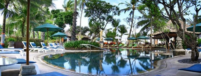 Legian Beach Hotel Bali - Kolam Renang Taman