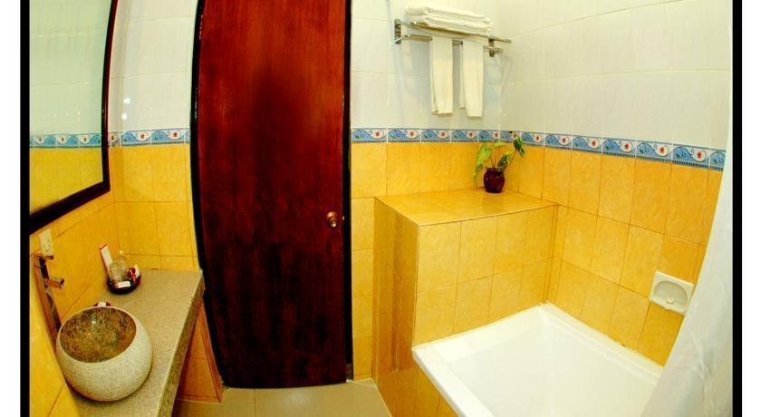 Hotel Puri Saron Senggigi -  Kamar mandi