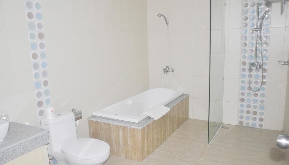 Puri Saron Senggigi Beach Resort Lombok - Bathroom
