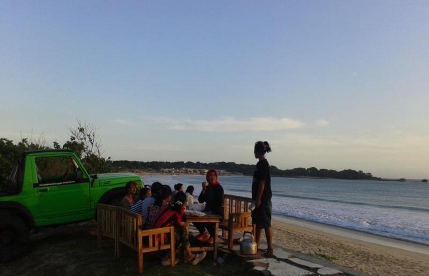 Penginapan Karanglaut Santolo Garut - Beach
