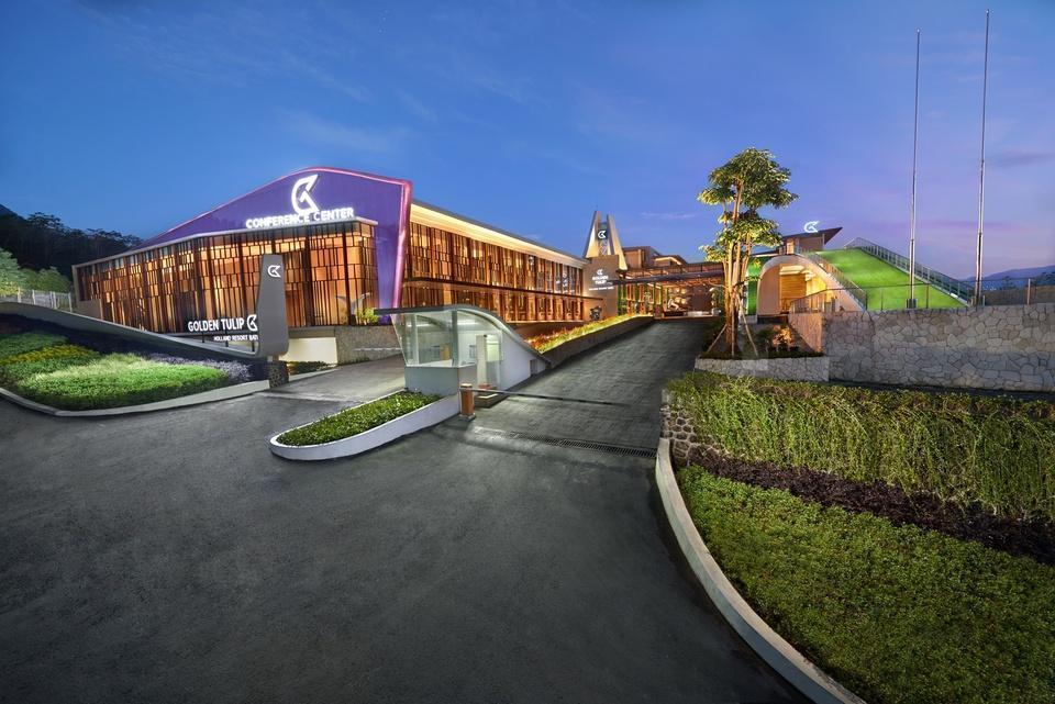 Golden Tulip Holland Resort Batu Malang - Exterior