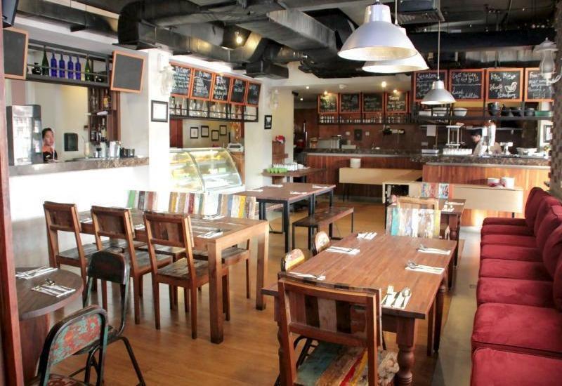 ZenRooms Kuta Sunset Road - Restoran