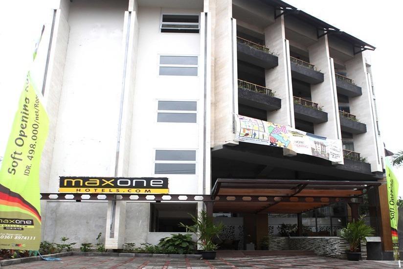 MaxOne Hotel  Seminyak - Tampilan Luar Hotel