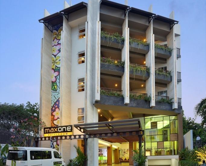 MaxOne Hotel  Seminyak - HOTEL FRONT LOOK