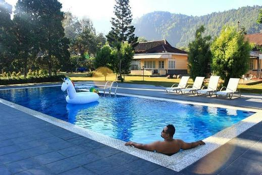 Hotel Indah Palace Tawangmangu Karanganyar - Kolam Renang