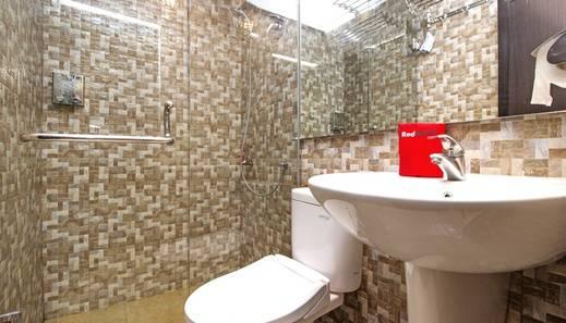RedDoorz near Trans Studio Mall 2 Bandung - Bathroom