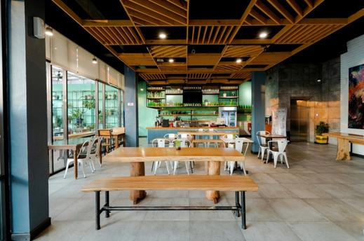 CREW EXPRESS Hotel Kualanamu - cafe dalam ruangan