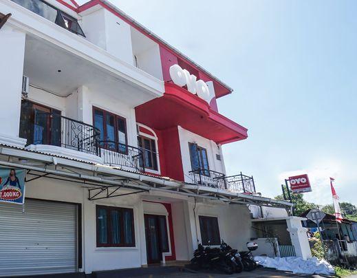 OYO 776 Bless House Manado - Facade