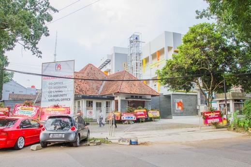 RedDoorz Plus near Rumah Mode 2 Bandung - Exterior