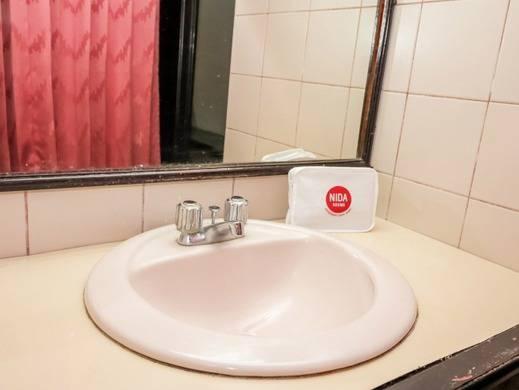 NIDA Rooms Palembang Kapten Rivai Palembang - Bathroom