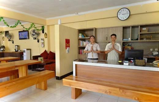 Central Inn Senggigi Lombok - Lobby
