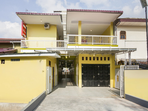 OYO 1235 Tona Residence Medan - Facade