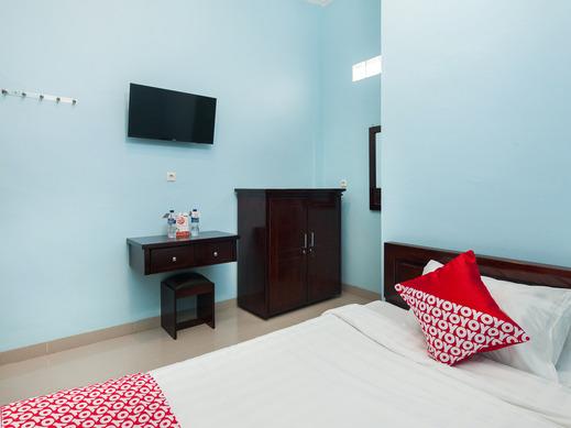 OYO 1235 Tona Residence Medan - Bedroom SS