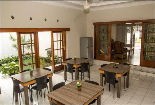 Elenors Home @Eyckman Bandung - Resto