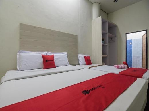 RedDoorz near Gedung Sultan Suriansyah Banjarmasin - Guestroom