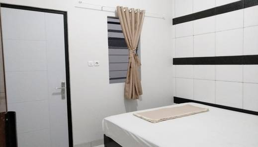 Tremigo Guest House Cirebon - Small Double Bed