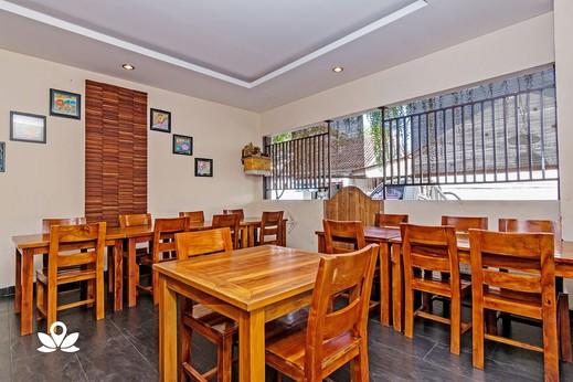 ZenRooms Sunshine Dewi Sartika - Tempat Makan