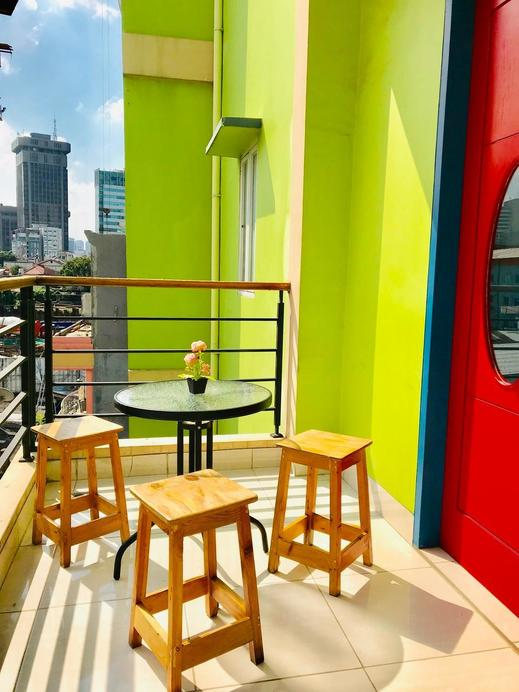 B Shaw Hotel & Restaurant Jakarta - Balcony