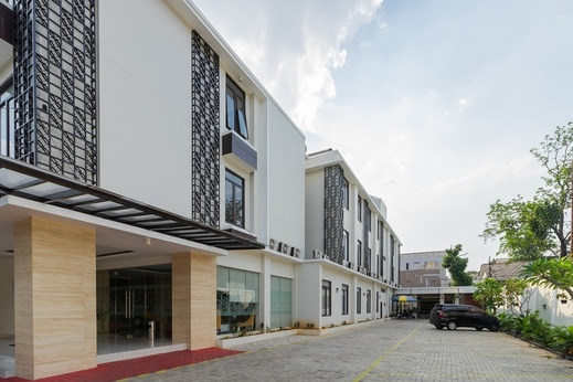 RedDoorz Plus near Lippo Mall Kemang 2 Jakarta - Photo