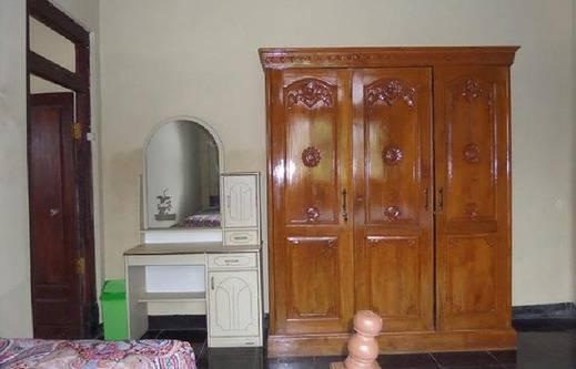 Villa Adas Probolinggo - lemari