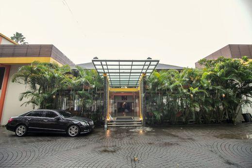 Grha Ciumbuleuit Guest House Bandung - Facade