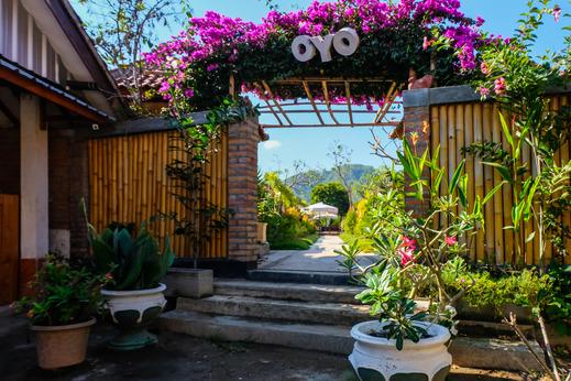OYO 1096 Bungalow And Restaurant Anda Lombok - Facade
