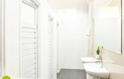 Wake Up Homestay Yogyakarta - Kamar mandi bersama