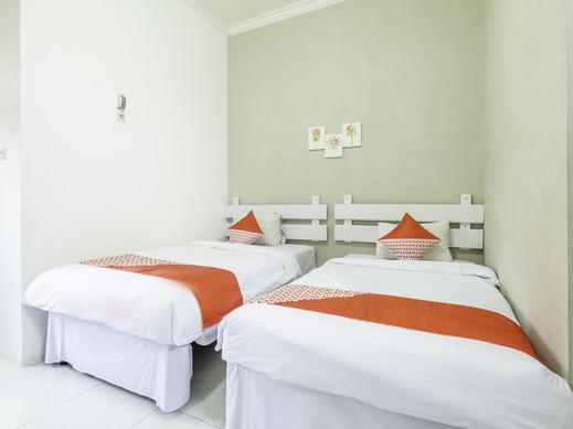 OYO 2227 Raka Residence Syariah Karawang - Standard Twin