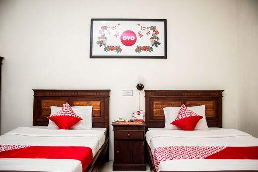 OYO 1069 Hotel New Rajawali Pacitan - Bedroom