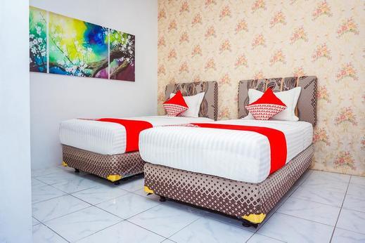 OYO 433 Nelvi Guest House Syariah Padang - Bedroom