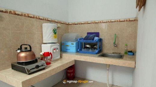 D'Java Homestay Unit Seturan by The Grand Java Yogyakarta - Kitchen