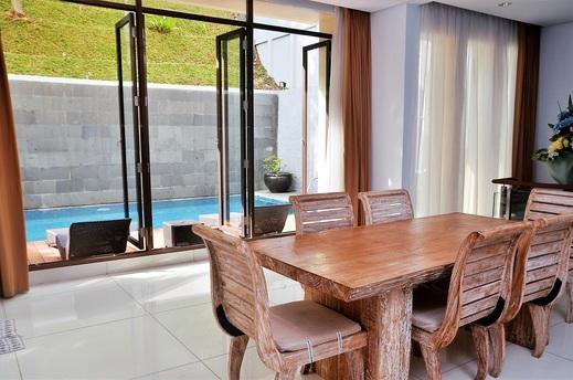3 BR City View Villa with a private pool 2 Bandung - Meja Makan