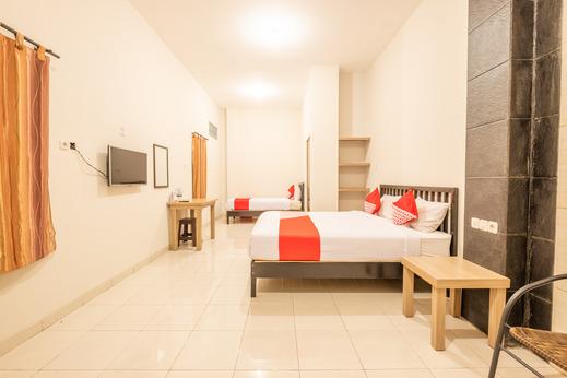 OYO 936 Tremigo Guest House Syariah Cirebon - SUIT FAMILY BEDROOM