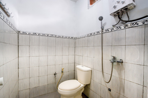 SPOT ON 90060 Jq Homestay Syariah Tangerang Selatan - Bathroom