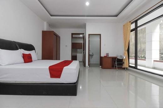 RedDoorz Premium @ Gandaria Jagakarsa Jakarta - Room