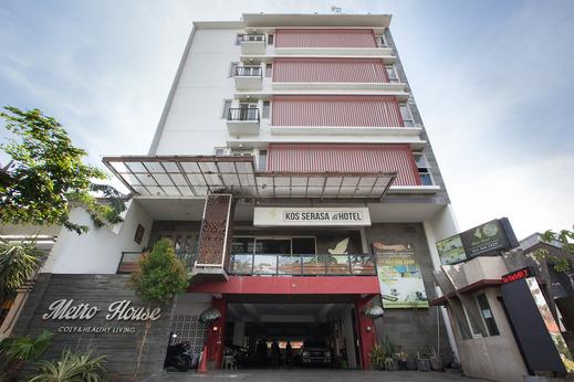 OYO Flagship 3869 Metro House Sub Surabaya - Facade